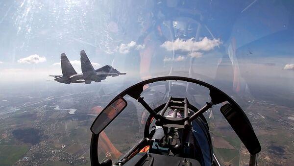 Ponen a prueba los Su-24 y los Su-30SM rusos en el mar Báltico - Sputnik Mundo