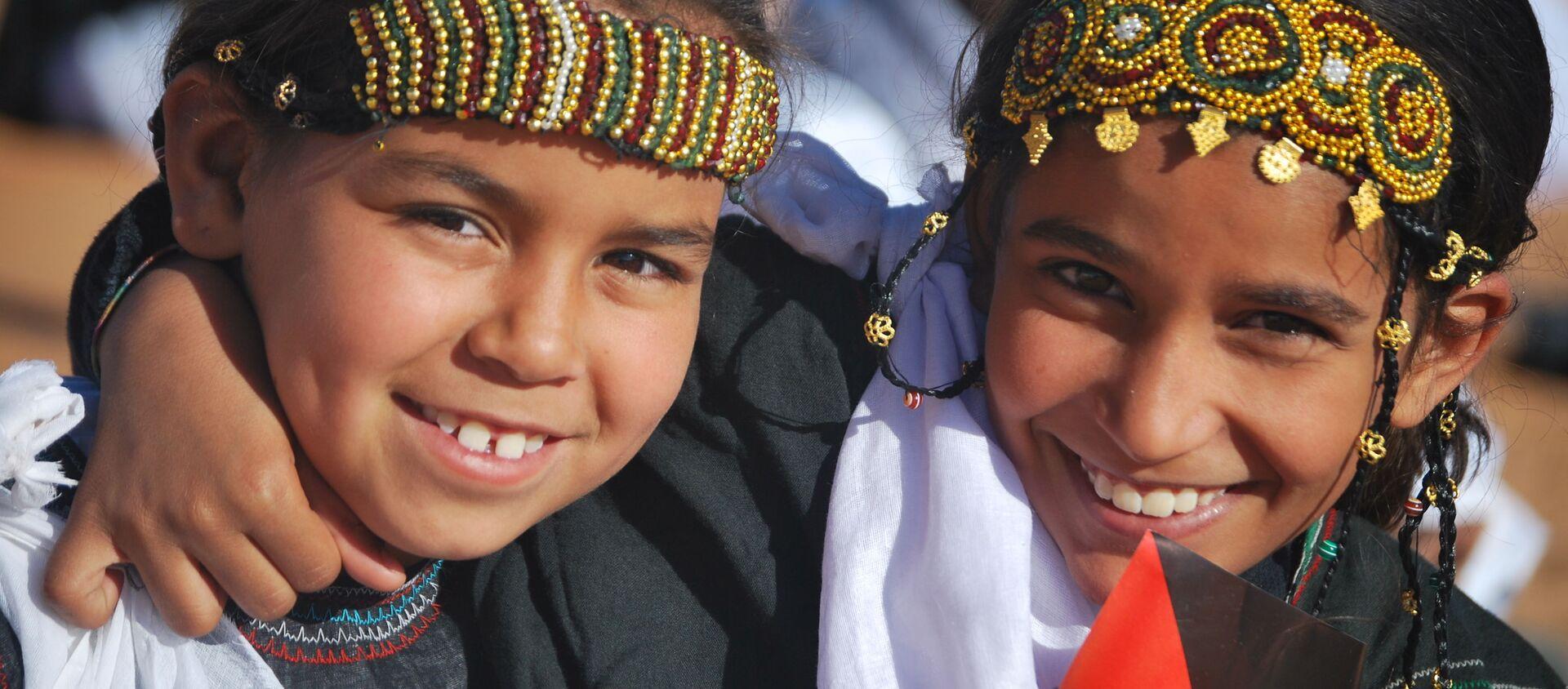 Dos niñas saharauis en un campamento de Argelia.  - Sputnik Mundo, 1920, 29.04.2020