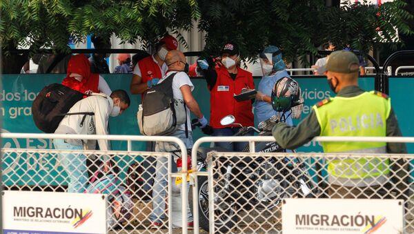 Migrantes venezolanos en la frontera entre Colombia y Venezuela - Sputnik Mundo