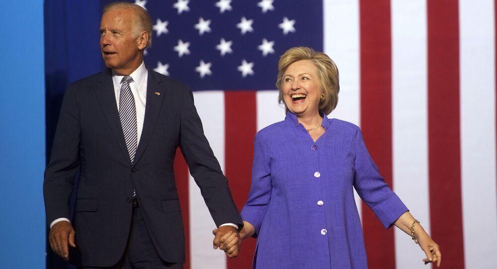 La exsecretaria de Estado de EEUU, Hillary Clinton, junto al exvicepresidente y candidato presidencial Joe Biden