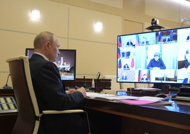 Vladímir Putin, presidente de Rusia en teleconferencia con gobernadores rusos