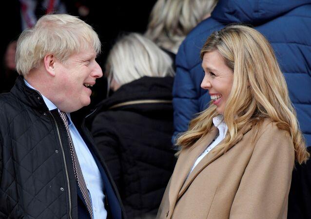 El primer ministro del Reino Unido, Boris Johnson, y su prometida, Carrie Symonds