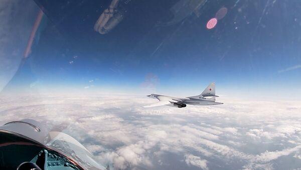 Los bombarderos pesados Tu-160 sobrevuelan el mar Báltico - Sputnik Mundo