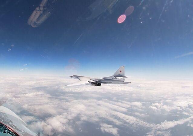 Los bombarderos pesados Tu-160 sobrevuelan el mar Báltico