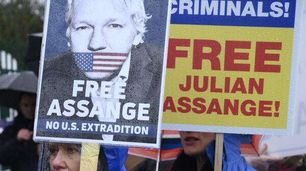 Una protesta contra la extradición de Julian Assange en Londres - Sputnik Mundo
