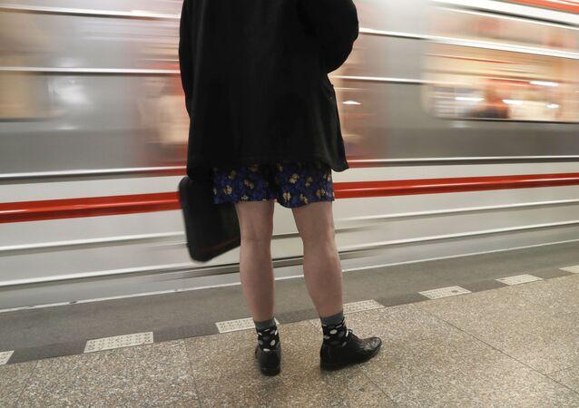 Un hombre sin pantalones (archivo)