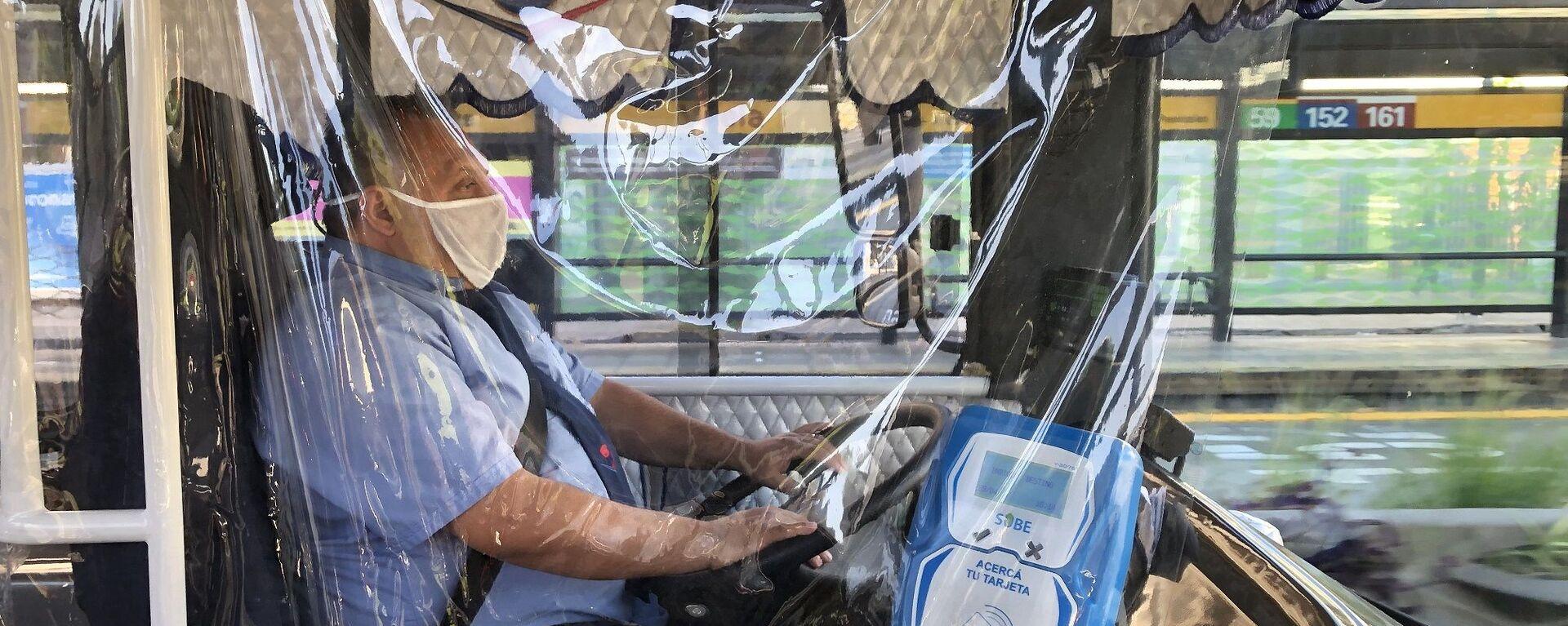 Conductor de autobús en Buenos Aires, Argentina - Sputnik Mundo, 1920, 31.05.2021