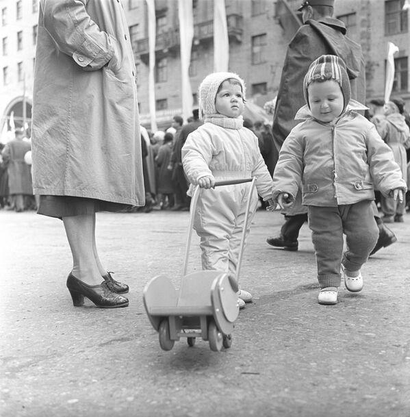 Paz, trabajo y demostraciones: el Primero de Mayo en la URSS - Sputnik Mundo