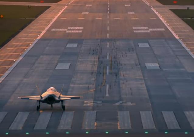 Carrera entre un McLaren Speedtail y un F-35 de combate
