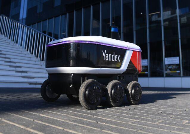 Yandex Rover, el robot ruso que hace entregas