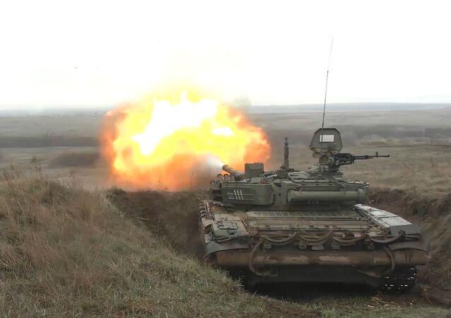 Drones y tanques rusos eliminan un grupo armado en unas maniobras
