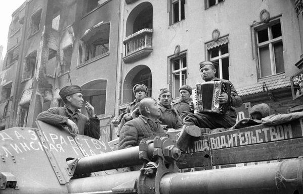 Las instantáneas históricas de la Batalla de Berlín - Sputnik Mundo