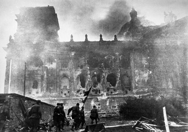 La toma del Reichstag, 1945