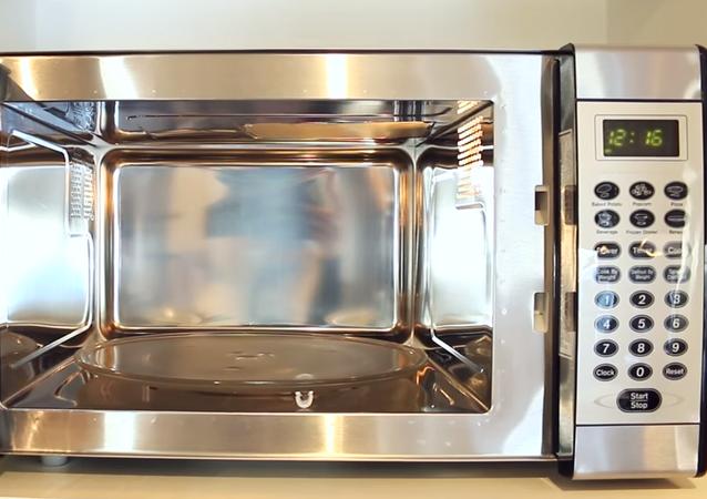Un horno microondas (imagen referencial)