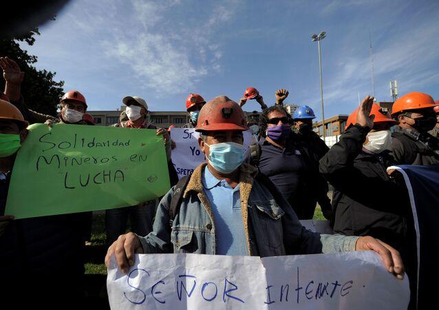 Mineros chilenos manifestándose en medio de la pandemia por COVID-19