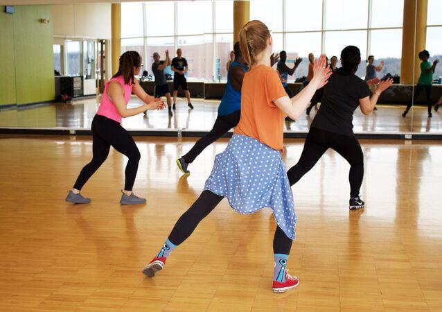 Personas en una clase de baile
