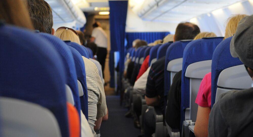 Dentro de un avión