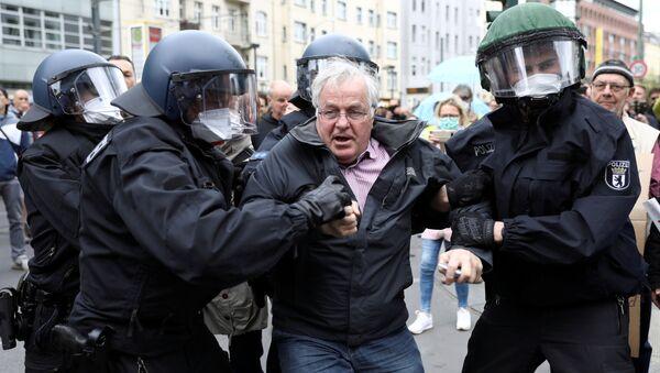 Protesta en Berlín contra las restricciones por el coronavirus, archivo - Sputnik Mundo