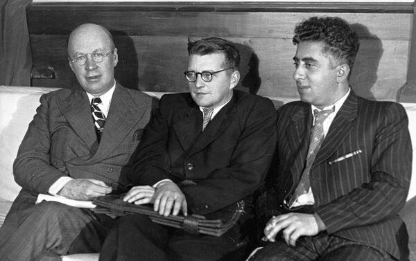 Los compositores soviéticos Serguéi Prokófiev, Dmitri Shostakóvich y Aram Jachaturián - Sputnik Mundo