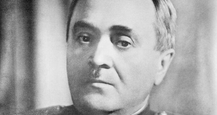 Alexandr Alexándrov, compositor soviético, autor del himno de la URSS y Rusia y el fundador del Conjunto de Canto y Danza Alexándrov, también conocido como coro del Ejército Rojo