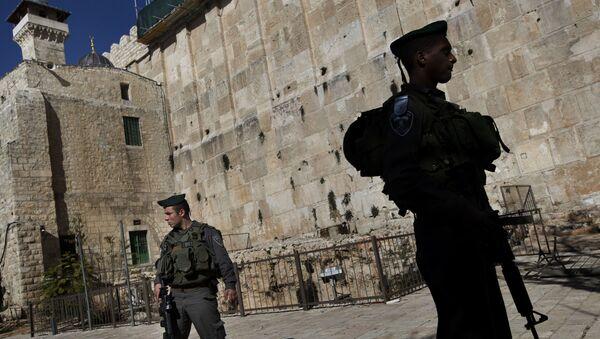 Militares israelíes cerca de la mezquita de Abrahán en Hebrón - Sputnik Mundo