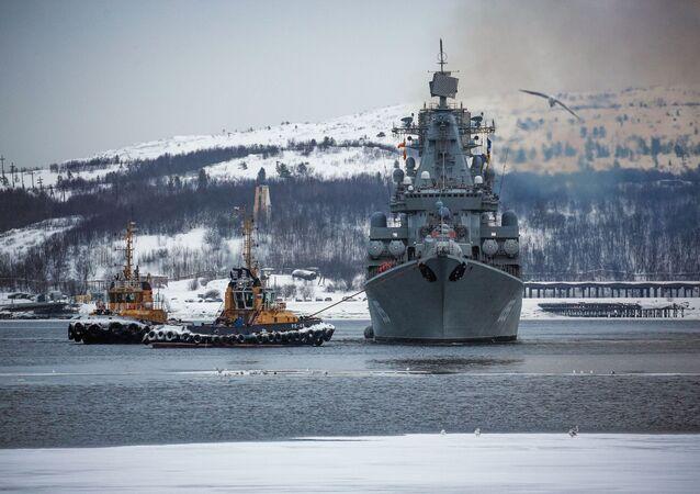 El crucero de misiles Mariscal Ustinov de la Flota del Norte de Rusia (archivo)