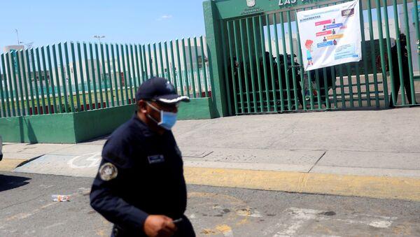 Un policía en México (imagen referencial) - Sputnik Mundo