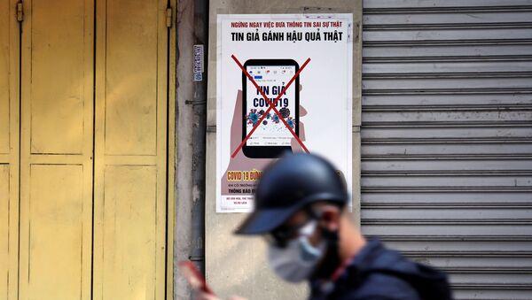 Un cartel advierte contra la desinformación acerca del coronavirus en Vietnam - Sputnik Mundo