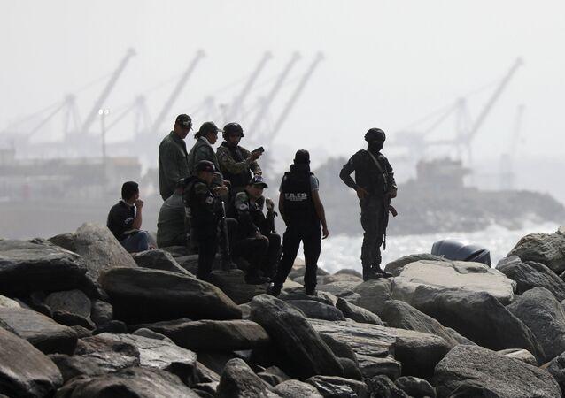 Militares venezolanos en el lugar del intento de incursión en Macuto, Venezuela