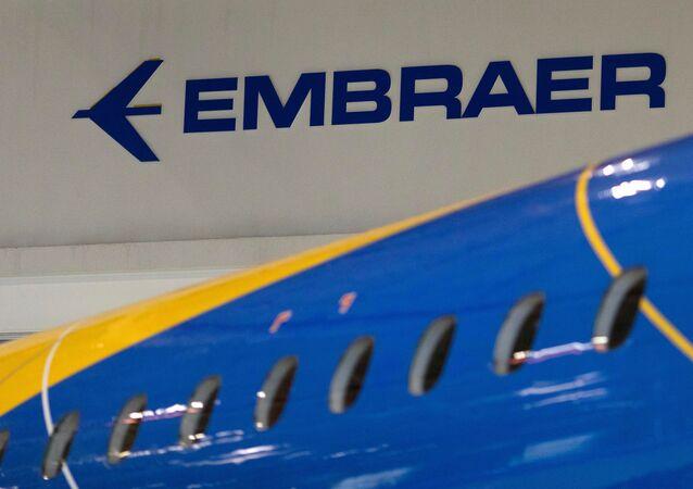 Logo de la empresa aeronáutica brasileña Embraer