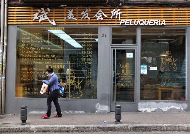 Una peluquería abierta en Usera, el barrio chino de Madrid