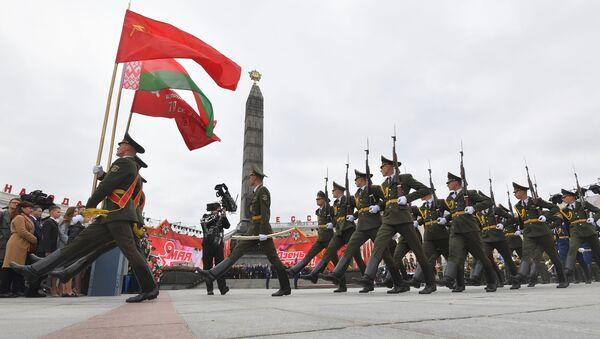 El desfile militar del Día de la Victoria en Minsk  - Sputnik Mundo