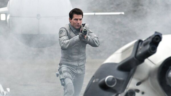 Tom Cruise en la película 'Oblivion' - Sputnik Mundo