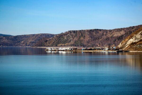El lago Baikal se despierta en primavera - Sputnik Mundo