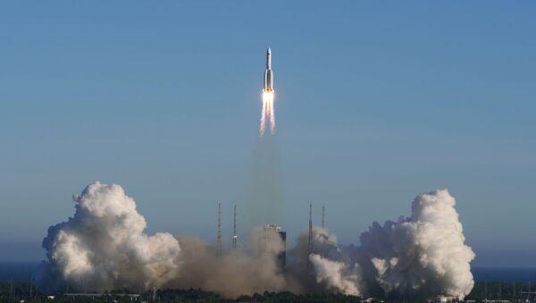 El lanzamiento del cohete portador chino Larga Marcha-5B - Sputnik Mundo