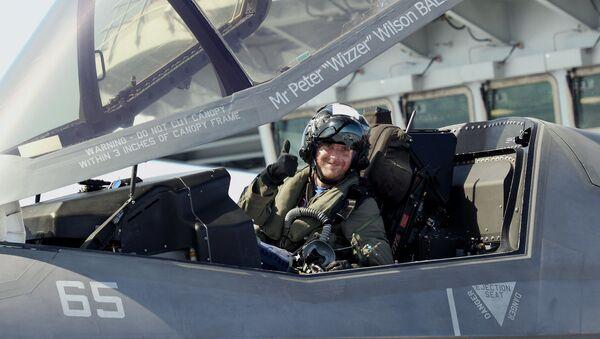 Un piloto militar, foto de archivo - Sputnik Mundo