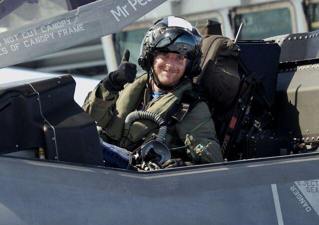 Un piloto militar, foto de archivo