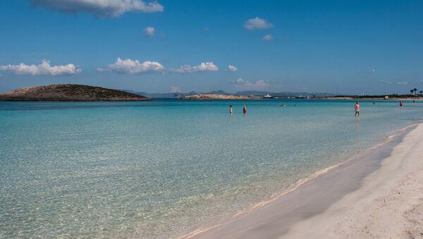 Playa de Ses Illetes (Formentera) - Sputnik Mundo