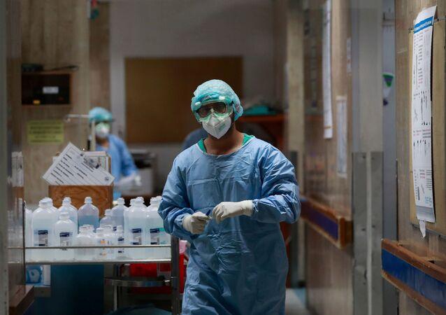 Un médico del Hospital Juárez de México durante la pandemia de COVID-19, Ciudad de México