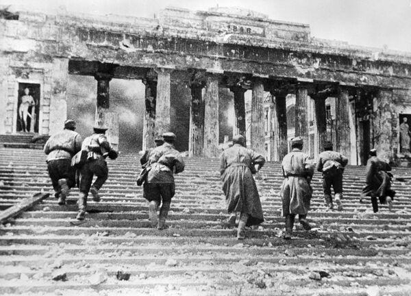 Tragedia y heroísmo del pueblo de la URSS en las imágenes de la Segunda Guerra Mundial - Sputnik Mundo