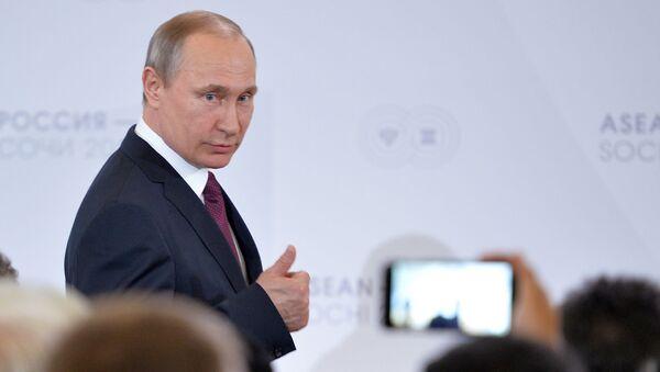 20 años en el poder: cómo ha cambiado Rusia desde el primer mandato de Vladímir Putin   - Sputnik Mundo