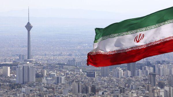 La bandera de Irán en la ciudad de Teherán - Sputnik Mundo