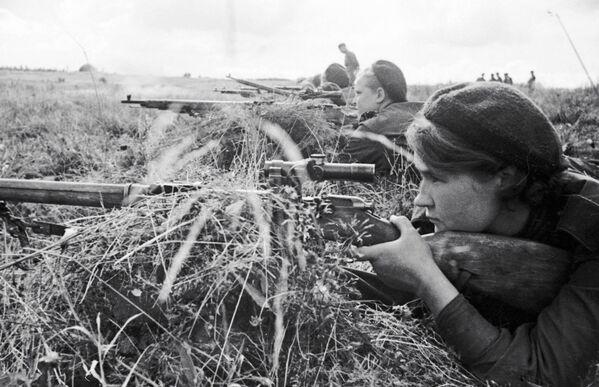 El valiente rostro femenino de la Gran Guerra Patria, en imágenes  - Sputnik Mundo