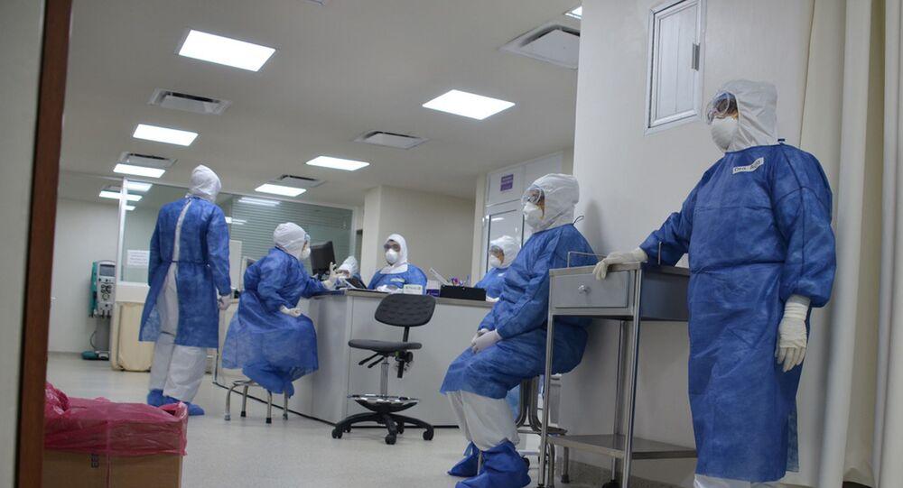 Personal médico en el área COVID