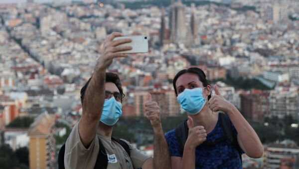 Españoles en Barcelona durante la pandemia de coronavirus - Sputnik Mundo