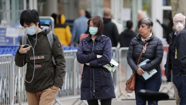 La gente haciendo cola en el Reino Unido - Sputnik Mundo