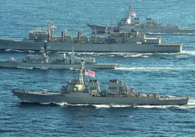 El grupo naval de EEUU y el Reino Unido en el mar de Barents, Ártico