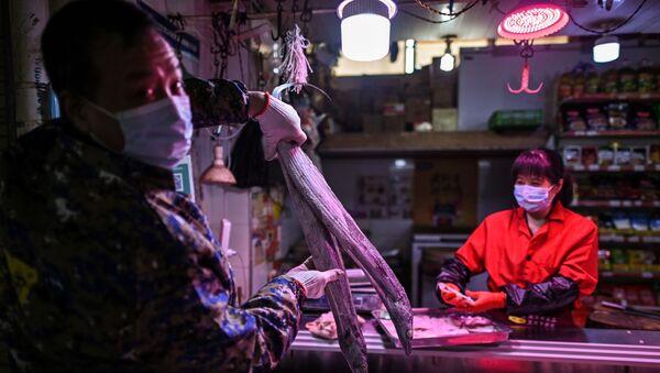 El mercado de animales y mariscos en la ciudad china de Wuhan - Sputnik Mundo