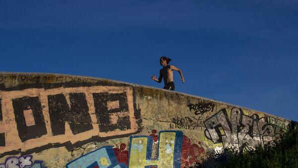 Hombre trotando en Madrid - Sputnik Mundo