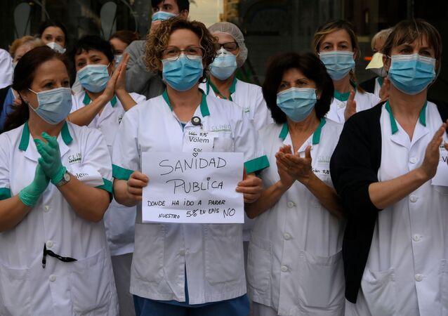 Sanitarios demandan mejores condiciones laborales a las puertas del Hospital Clínic de Barcelona
